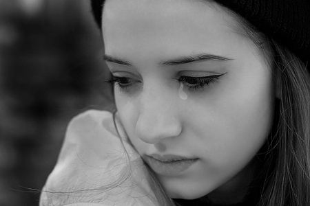 crying-girl-wallpaper-6